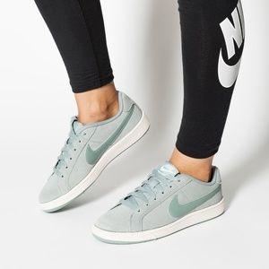 NEW Nike Court Royale